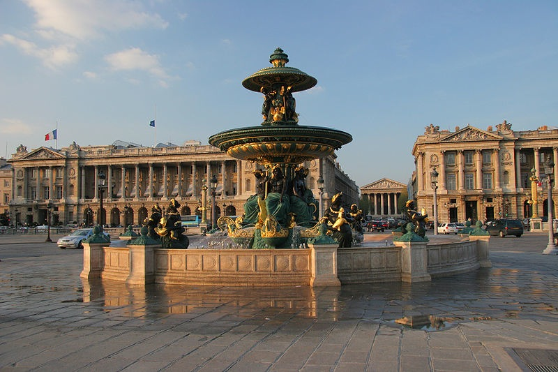 800px-Fontaine-place-de-la-concorde-paris